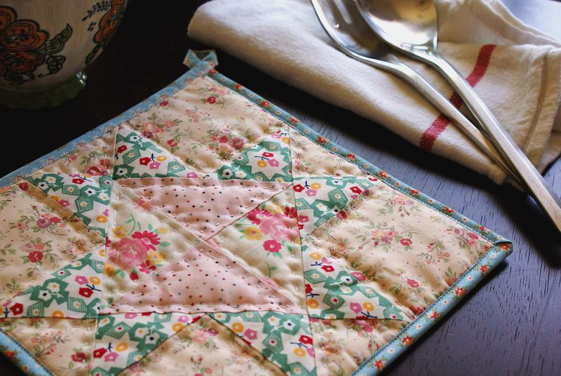 handmade patchwork quilted trivet by nanaCompany, T187p1