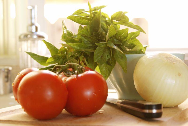 tomato, basil, onion