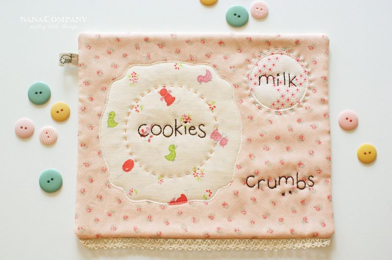 nanaCompany milk and cookies snack mat C039t