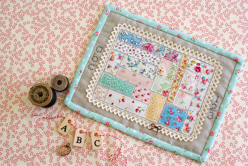 abc-123 linen + scraps mini quilt by nanaCompany, A026p11