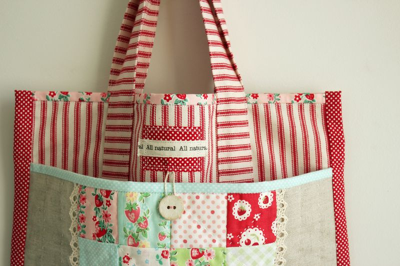 Strawberry patchwork tote bag_7713