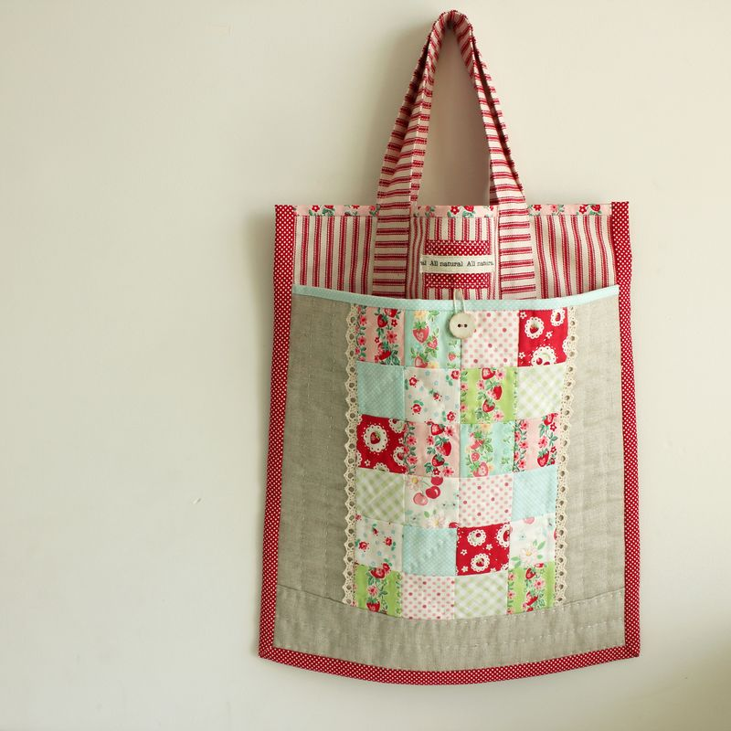Strawberry patchwork tote bag_7702