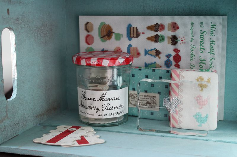 a needlebook to fit in my Bonne Maman jar